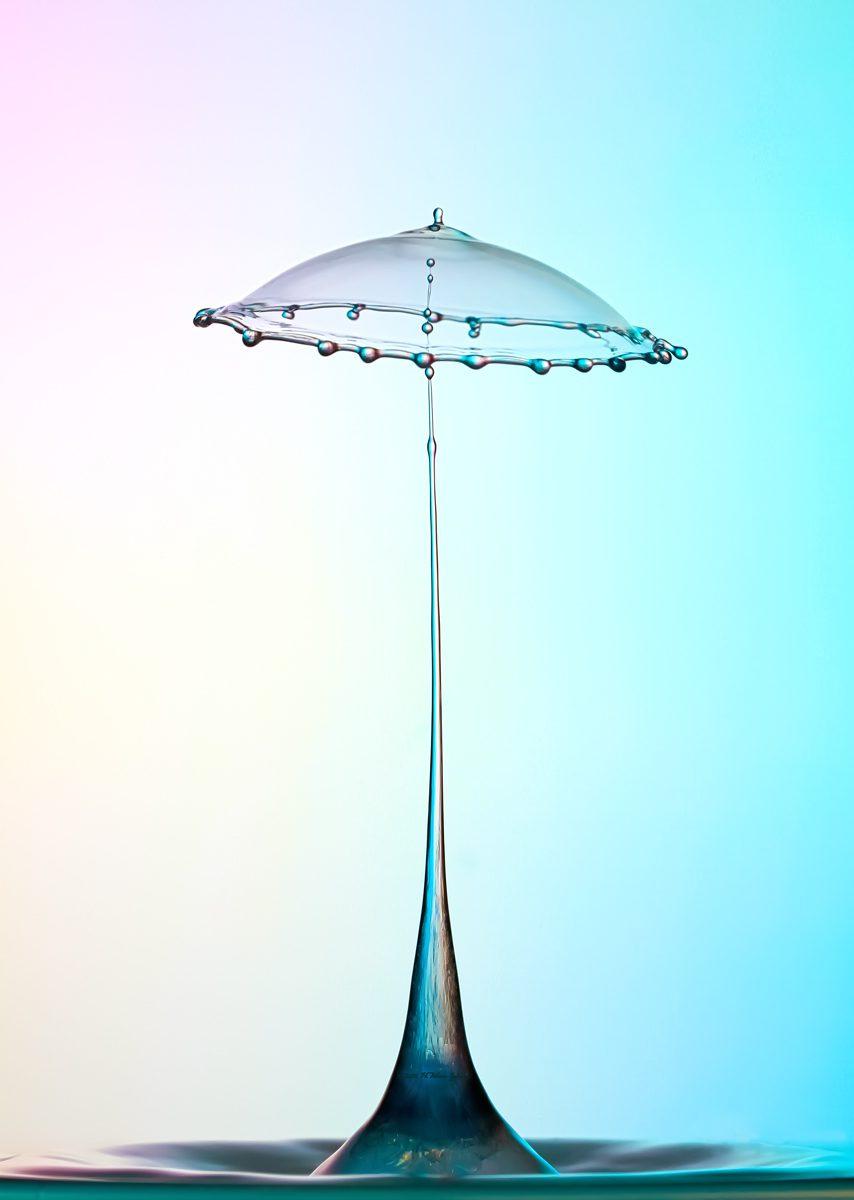 Una gota con forma de paraguas