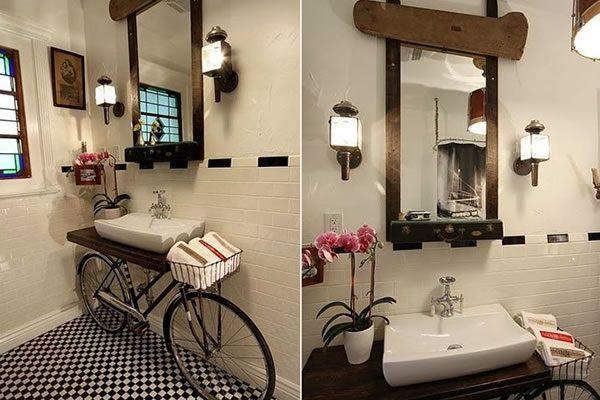 decoración con bicicleta en el baño